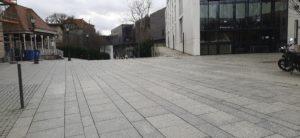 Tu był niegdyś zieleniec i można było spotkać jeża. Dziś beton i smutek.